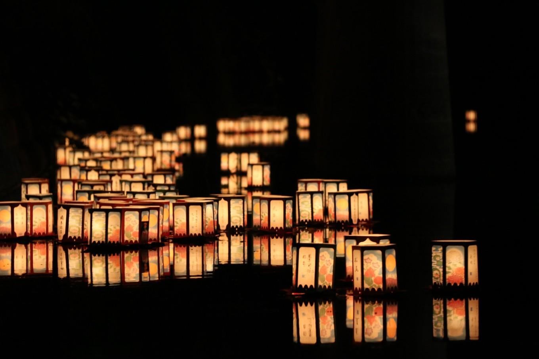 金倉川(一之橋公園)の灯ろう流し(8月)