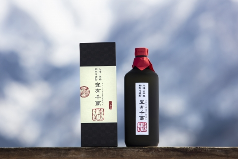 八海山本格粕取り焼酎「宜有千萬」720ml×1本