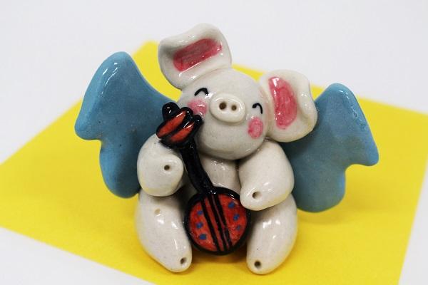 【ギフト用】☆沖縄豚伝説☆三味線飛豚(とんとん)陶置物