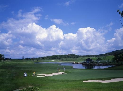 能登島ゴルフ&カントリークラブ 1名様プレー券 昼食付[セルフ]【土日祝限定】