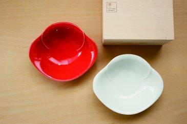 【miyama.】【縁起もの紅白の器】華やかな椿がモチーフのペア小鉢