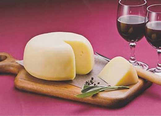 生乳100%!日本一の生乳生産量を誇る別海町で作られた【べつかいのチーズ屋さんゴーダ1kg】【AA04-C】