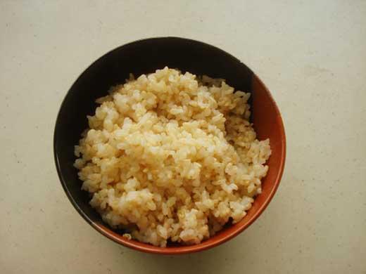 野口勘右衛門のお米『食べ比べセット』安心栽培米(コシヒカリ)玄米食最適米(ミルキークィーン)玄米5㎏×2
