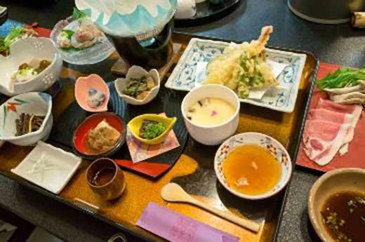 くりこま荘ペア宿泊券(8畳間トイレ別)+陶芸体験(当館指定日)+地酒4合瓶