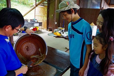 「サトウキビ刈り」と「おいしい黒糖作り」<出来たて黒糖のおみやげ付き>2時間スタンダードプラン♪