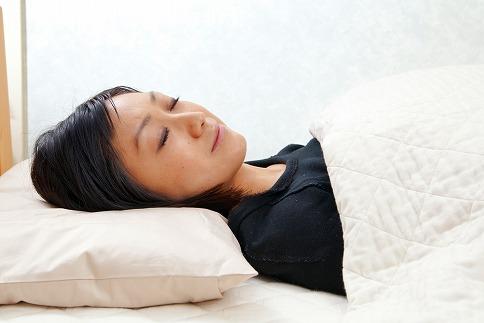起きてスッキリ、創業110年の職人技の快眠まくら(書籍付)