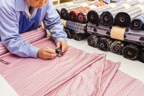 【受注生産】織物名人が織り上げるシルク100%のソリッドネクタイ(ワインレッド)