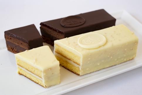 世界が認める東京・八王子メゾンドゥースの本格チョコレートケーキ 2本セット(スイート&ブラン)