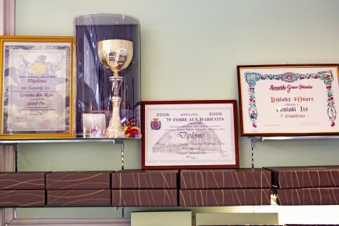 世界が認める東京・八王子メゾンドゥースの本格スイーツ「ショコラテンダンス」1本&「マカロン」4つの詰め合わせ