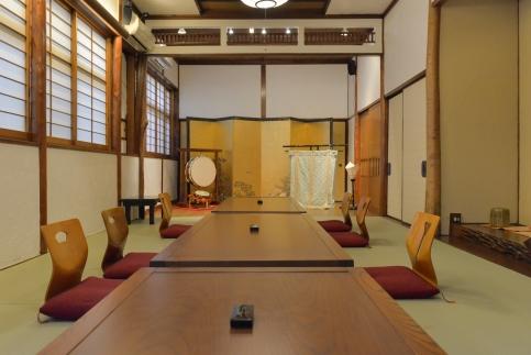 花柳界の歴史を紡ぐ空間で、四季の懐石料理とお座敷体験(4名様・飲み放題付)