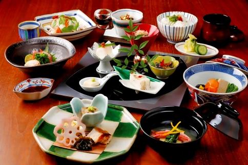 「dininggallery銀座の金沢」ランチお食事券・工芸品引換券F