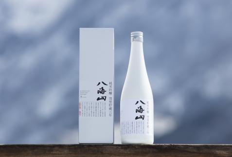 八海山「雪室貯蔵三年酒」四合瓶(720ml)