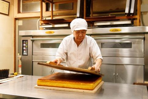 【ご自宅用】《極上和三盆糖を使用》職人が手焼きした長崎カステラ4本