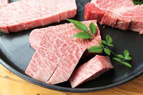 北海道産こぶ黒希少焼肉ハンバーグセット