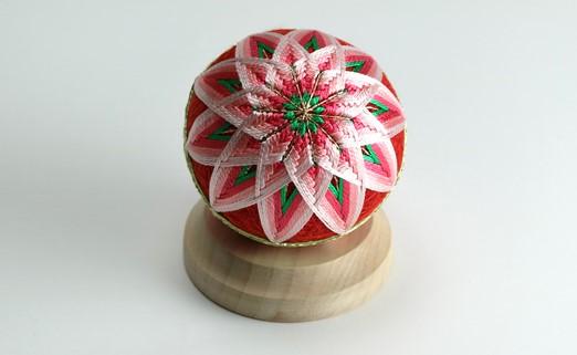 【加賀手まり】(赤)花てまり・小[白木台]