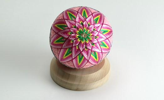 【加賀手まり】(ピンク)花てまり・小[白木台]
