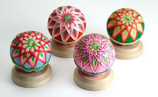 【加賀手まり】(ピンク)花てまり・小(白木台)
