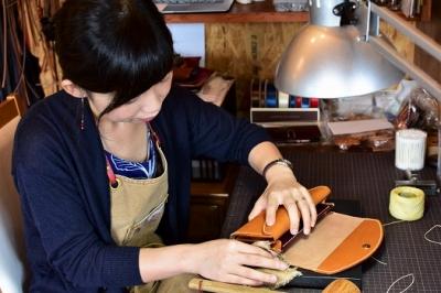 【ギフト用】【職人手縫いの本革製品】キーケース(ワイン×キャメル)