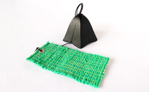 【緑色】裂き織の短冊が付いた風鈴・スタンドセットの「さんさ風鈴」