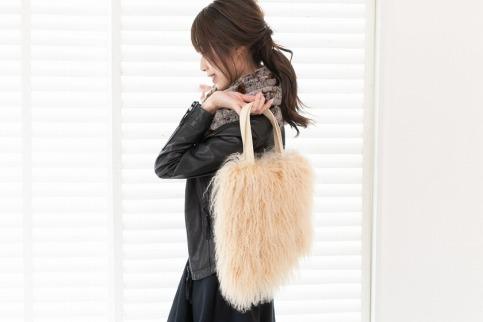 くるくるチベットラム毛皮手提げバッグ【ベージュ】