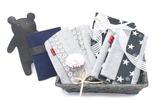 抱っこひも収納カバーと抱っこひも用よだれカバー2柄革製のくまのおもちゃと革と帆布(はんぷ)の母子手帳ケース