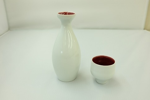 辰砂釉の陶芸作品「徳利・お猪口セット」