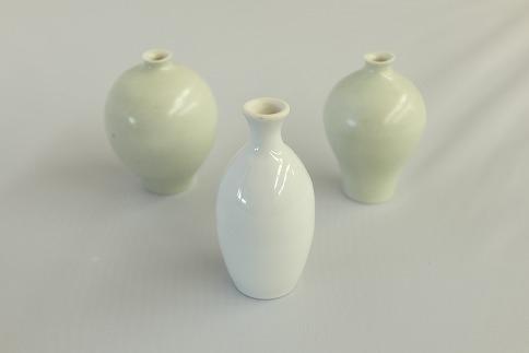 辰砂釉の陶芸作品「一輪挿し3個セット(白)」