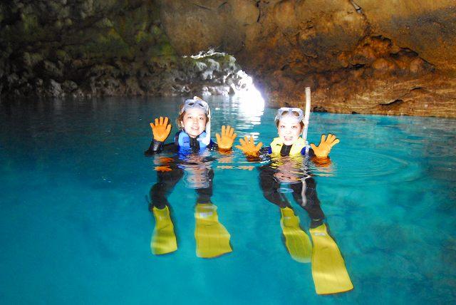 無人ビーチ上陸カヤック+青の洞窟シュノーケリング+熱帯魚と遊ぶ餌付けシュノーケリング【2名様】