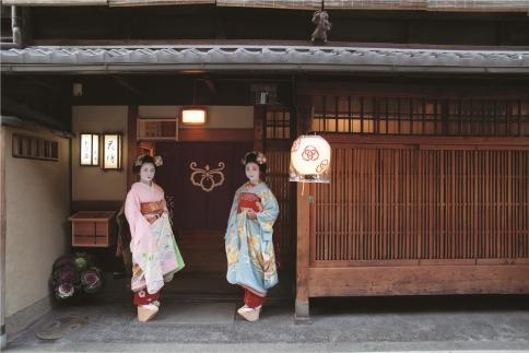 【昼食/4名様】お茶屋花傳 舞妓遊び体験プラン