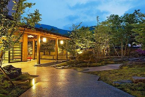 山中温泉・花紫 蟹懐石 1泊ペアご宿泊券<12月~3月利用限定>