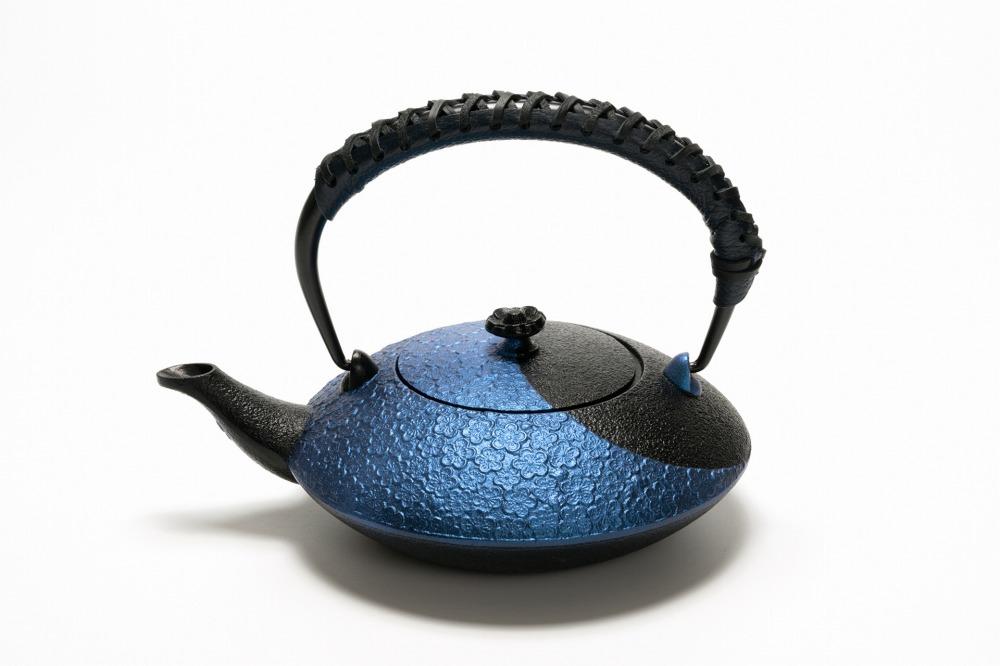 南部鉄器 鉄瓶 兼用瓶 陰&陽(るり色) 革ハンドル仕様 0.75L 伝統工芸品