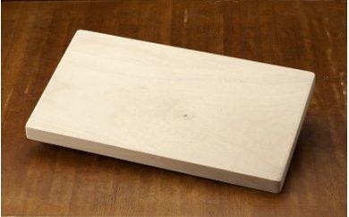 無垢の木そのままの滑らかで美しい木肌が魅力「銀杏のまな板」