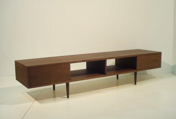 シャープでおしゃれな天然木ツキ板のテレビボード180cm ウォールナット材[mu-tv04]