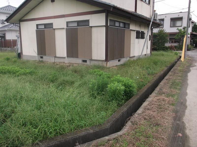 空き家の除草作業
