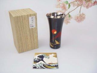 山中塗漆磨シングルLカップ手描き漆絵箔ちらし赤富士に鶴【九谷焼(青郊窯)コースター付】