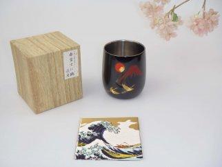 山中塗漆磨2重ダルマカップ手描き漆絵箔ちらし赤富士に鶴【九谷焼(青郊窯)コースター付】