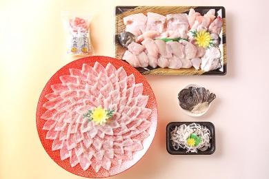 【若男水産】【淡路島3年とらふぐ】月ふぐ鍋刺身セット・冷凍(5~6人前)