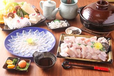 【若男水産】【淡路島3年とらふぐ】月ふぐ鍋刺身セット・冷凍(3~4人前)