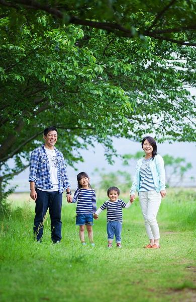 生まれ育った東温市で残す出張家族写真
