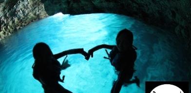 ボートで行く!青の洞窟体験シュノーケリング+熱帯魚に餌付け体験シュノーケル<1名>