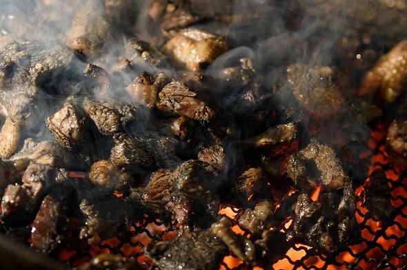 みやざき地頭鶏炭火焼と生肉セット