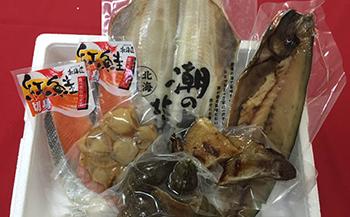 北海道産の鮮魚や、燻製、珍味の詰め合わせ