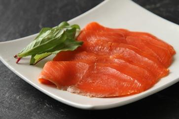 E038-C燻製のことならお任せください!「天然紅鮭スモークサーモン」<三洋食品>【108pt】