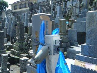 上五島の若松石材 戒名彫りを致します。