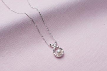真珠品評会入賞常連のオーハタパールが作る海の宝石アコヤ真珠シルバーペンダント