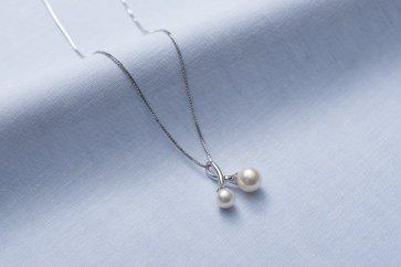 真珠品評会入賞常連のオーハタパールが作る海の宝石アコヤ真珠シルバーペンダント(スライド式)