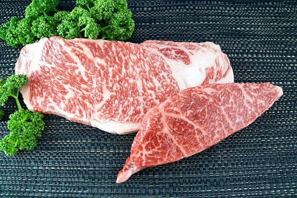 【牧場直売店】神戸ビーフ サーロイン200g・イチボ100g ステーキセット各1枚