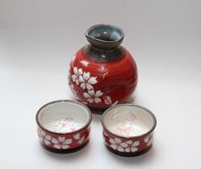 【受付一時停止】【受注生産】盛付桜とっくり&おちょこ2個セット(赤)