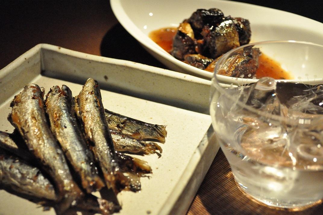 NINJASHINJUKU佐伯産うるめいわしのオイル煮と秋刀魚のやわらか煮を佐伯焼酎天下無敵で楽しむセット