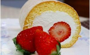 ★2019年12月以降発送★苺丸ごとロールケーキ